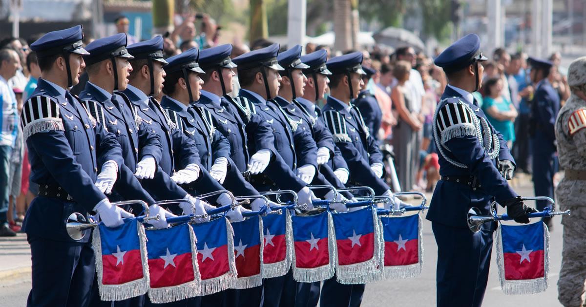 Izamiento de la Gran Bandera Bicentenario en Antofagasta por la 5ta Brigada Aérea