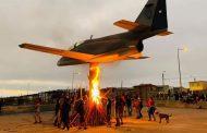 """Fuerza Aérea de Chile rechaza la acción de quemar un A-36 """"Halcón"""" de Alto Hospicio"""