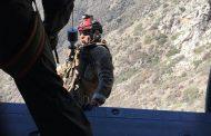 FACH realiza operación SAR por parapentistas accidentados en precordillera con Black Hawk MH-60M
