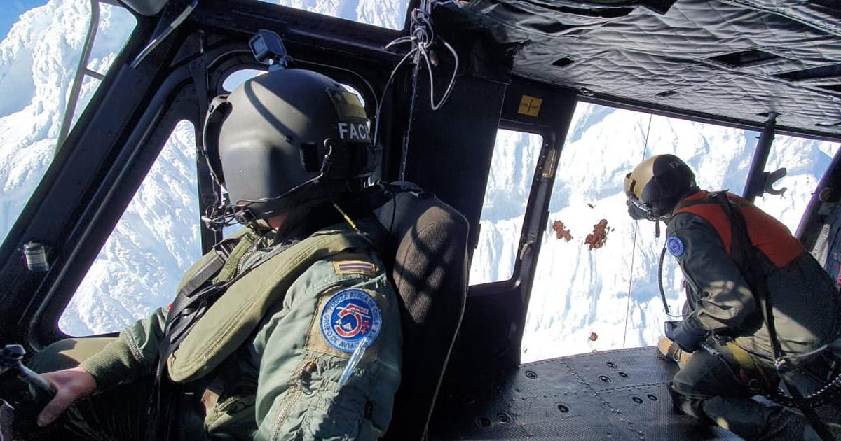Fuerza Aérea efectuó vital rescate de andinistas que se accidentaron en el volcán Puntiagudo