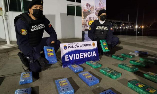 Armada de Chile sorprende a colombiano traficando drogas en la desembocadura del Río Loa