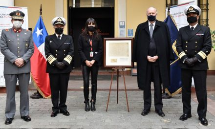 Armada dona Acta de Toma de Posesión del Territorio Chileno Antártico al Museo Histórico Nacional